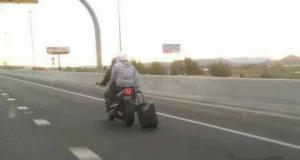 O Sami gutu se iki aeroplani...